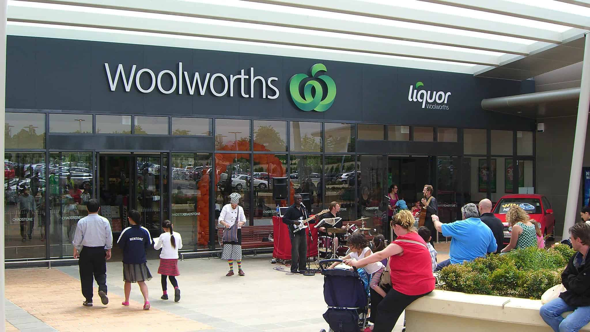Woolworths eats Coles' lunch as food sales accelerate over quarter